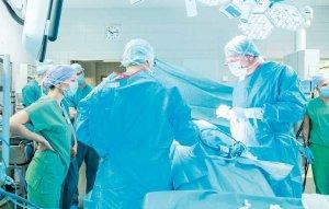 Immer öfter werden urologische Krebserkrankungen heute schonend per Bauchspiegelung operiert – in Altona bei Bedarf auch mit Hilfe des OP-Roboters da Vinci