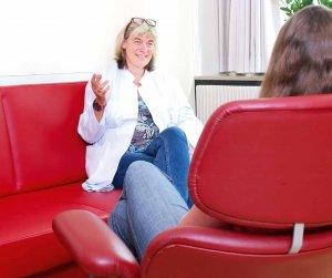 Dr. Bärbel Kolbe nimmt sich für ihre Patienten viel Zeit und hört genau auf Ängste und Sorgen