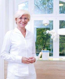 Dr. Eva Meigel legte schon vor 20 Jahren den Grundstein der wichtigen Verbindung von Dermatologie und Ästhetik – heute in ihren neuen Räumen in der Waitzstraße 18