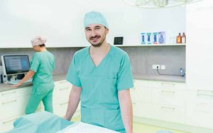 Dr. Evangelos Sarantopoulos im OP