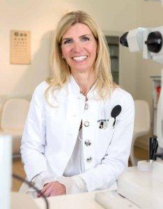 Dr. Ursula Edye-Kanzow rät bei AMD-Patienten in der Familie zu jährlichen Vorsorgeuntersuchungen