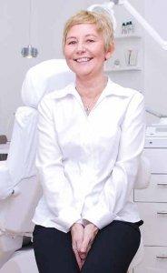Kosmetikerin Birgit Kröger-Röckendorf verwendet hochwirksame dermazeutische Stoffe