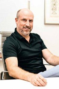 Neurochirurg Dr. Daniel Klase ist Spezialist für die operative Behandlung chronischer Schmerzen