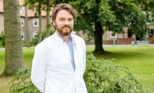 Niels-Marten Müller leitet die Palliativstation im Asklepios Westklinikum