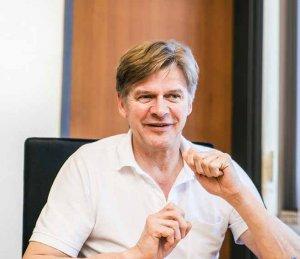 Prof. Dr. Thomas Grundmann im Interview mit dem Hamburger Ärztemagazin