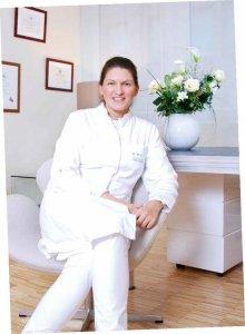 Priv. Doz. Dr. Julia Holler-Waldmann behandelt schonend Hämorrhoiden