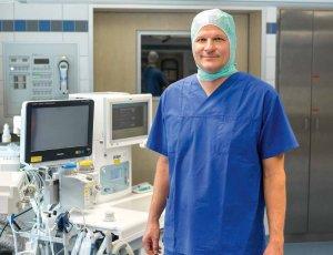 Priv.-Doz. Dr. Marc Freitag leitet die Anästhesiologie und interdisziplinäre Intensivmedizin im Israelitischen Krankenhaus