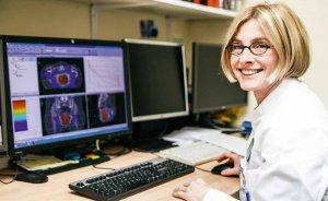 Priv.-Doz. Dr. Silke Tribius bei der Bestrahlungsplanung