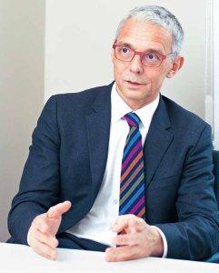 Prof. Dr. Christhardt Köhler gehört zu den erfahrensten Spezialisten für minimalinvasive Operationen in der gynäkologischen Onkologie