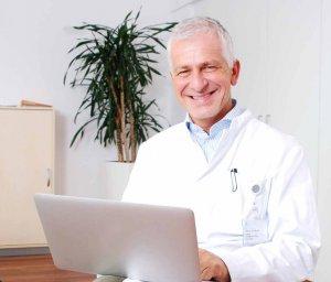 Prof. Dr. Dirk Arnold setzt in der Krebstherapie die innovative Immuntherapie ein