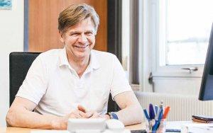 Prof. Dr. Thomas Grundmann ist Chefarzt der Abteilung für Hals-Nasen-Ohren-Heilkunde, Kopf- und Halschirurgie in der Asklepios Klinik Altona