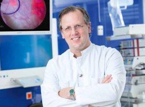 Prof. Dr. Christian Wülfing in einem der Endoalpha- Operationssäle