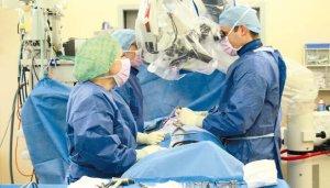 Ist eine Operation indiziert, setzt Dr. Kroppenstedt minimalinvasive oder mikrochirurgische Techniken ein