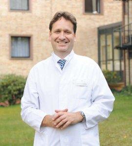 Prof. Dreinhöfer leitet die Klinik für Orthopädie und Unfallchirurgie in der Humboldtmühle
