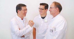 Dr. Chen, Dr. Fischer und Dr. Haist besprechen gemeinsam eine Indikation für die Endoskopische Vollwandresektion (v.l.n.r.)