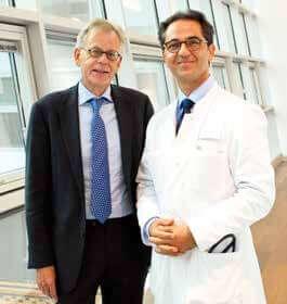 Freut sich zusammen mit Prof. Schmitz auf die Arbeit im Klinikum Stephansplatz: Dr. Ahmadi-Simab, Ärztlicher Direktor (rechts)